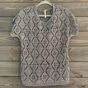 Leo & Nichole Short Sleeve Sweater Top